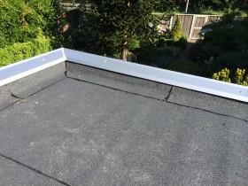 Nieuwe bitumineuze dakbedekking gemonteerd in Enschede