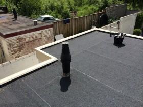 Een nieuw bitumineuze dak in Glanerbrug